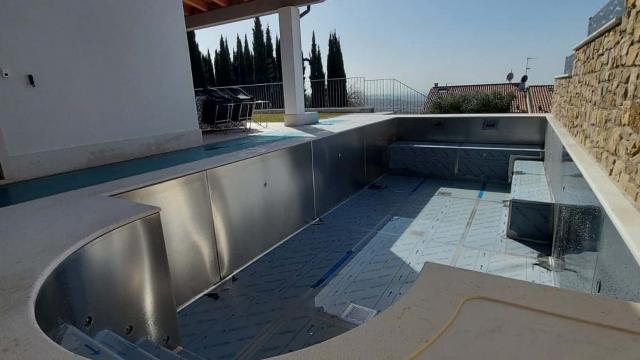 Steel overflow pool in Cavaion Veronese H2OStyle